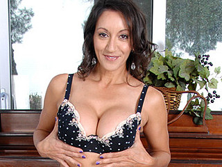 Anilos Persia Monir gently teases her super unshaved mother i'd like to fuck snatch