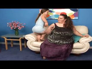 Pretty Midget and a SSBBW Lesbos