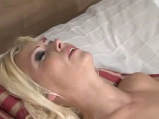 Blonde drilled by tiny shlong shemale