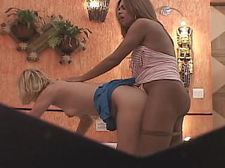 Sara sheboy dicking gal on clip