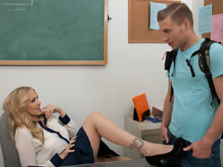 Professor Julia Ann Give Consideration To A Studen..