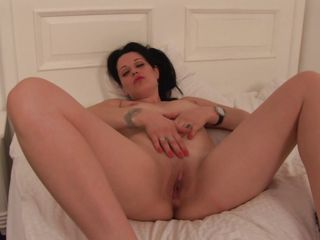 solo brunette older and her large dildo