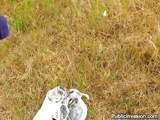 skinny babe engulfing ramrod outdoor