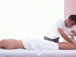 Horny stud is gratifying hottie with ravishing oil rubbing
