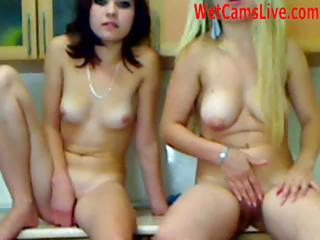 2 Sexy Teen Lesbo Play On Cam