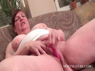 Chubby mature vibrating hungry cum-hole
