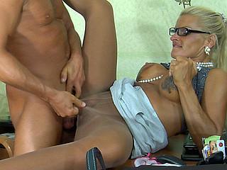 Hannah&Benjamin  nasty pantyhose clip