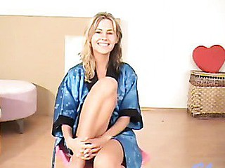 Blond teenie jujana posing after shaving constricted snatch