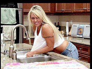 Breathtaking cougar soaks herself on the kitchen counter and rubs her wet pink