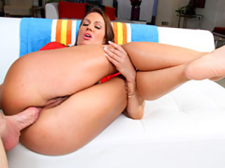 Milf Inari Vachs Likes It In Her Ass