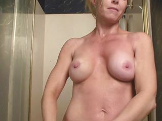 i`m a hot blond aged who`s cumming