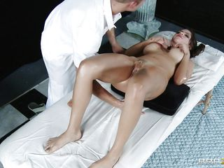 smokin hot dark brown getting her cunt oiled and massaged