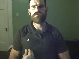 Beard jerks to cum - Barbudo se pajea hasta correrse