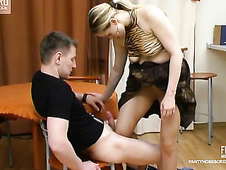 Susanna&Oscar kewl pantyhose movie scene