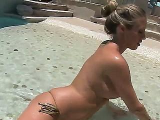 Steaming hot blonde sweetheart Samantha Saint