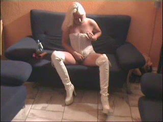 blonde bitch messy talk - german - csm