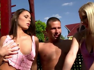 Muscle guy has twin eated by Melanie Memphis and Nesty