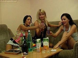 3 drunk gals