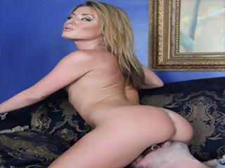 Stunning MILF Sheena Shaw Gets A Licked