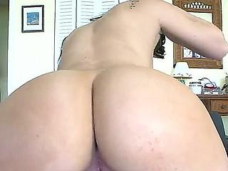 Horny brunette Mandy Sky loves public