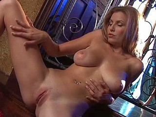 Jamie Lynn shows each inch of her amazinglyy body.