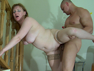Chunky mommy ready to start with a orall-service aching to acquire drilled by a fellow