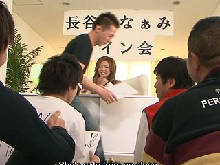 Gracious Japanese hottie Naami Hasegawa gets jointly with a pair of studs for some wild group sex. That Babe lies down and lifts her skirt up whilst a pair of kinky studs play with her cunt. They use dildos and sex toys to make her cum loudly.